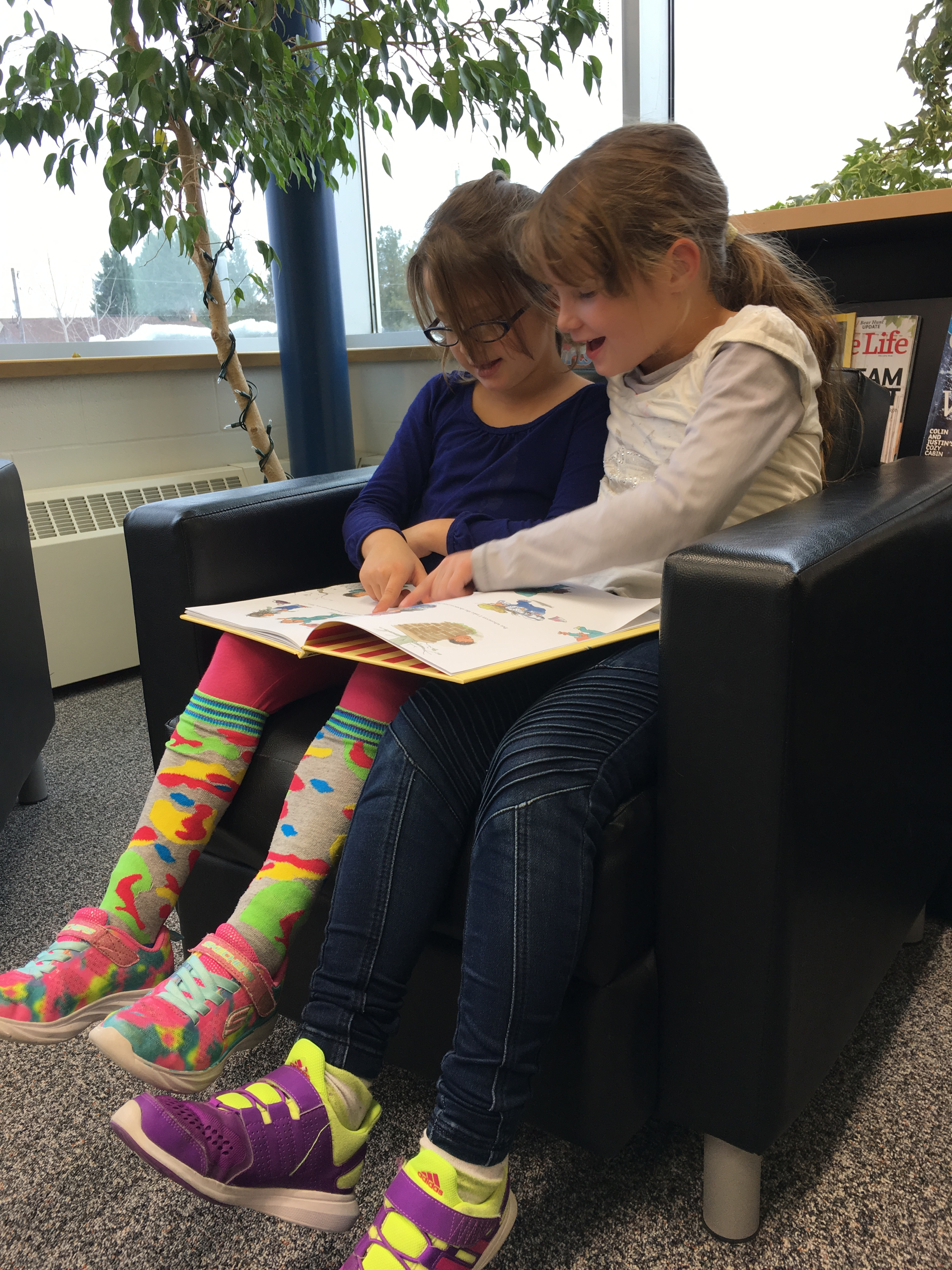 Students reading in the Hub